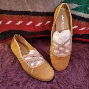 AEROSOLES Tan Slip-on Size 10